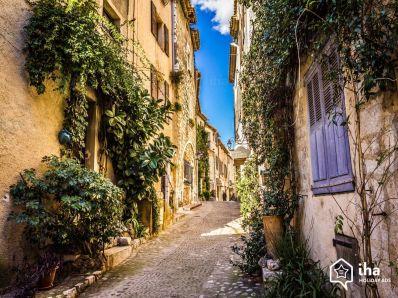 Saint-paul-de-vence-Strade-strette-della-citta-vecchia.jpeg