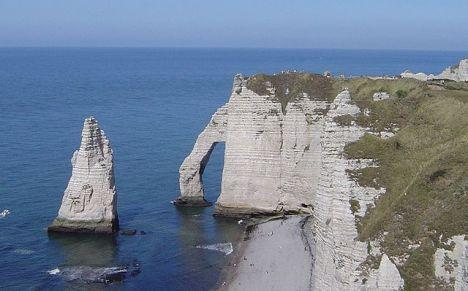 640px-Cliffs_etretat